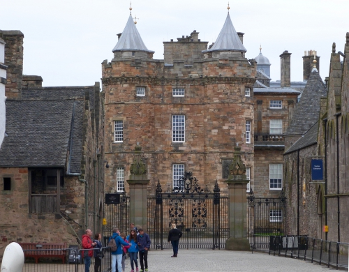 Edinburgh, Dunbar garden, Holyrood castle
